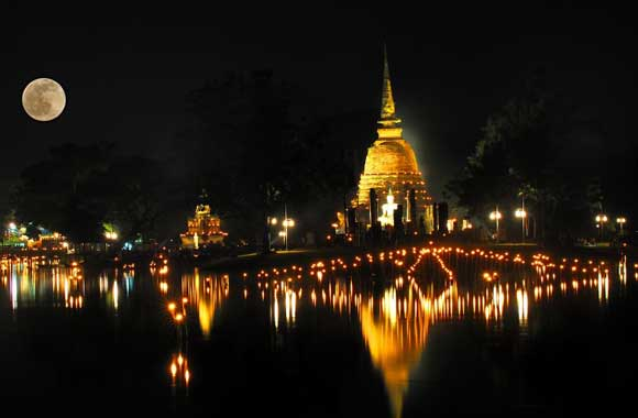 Night-Bazaar-in-Chiang-Mai-Full-Moon
